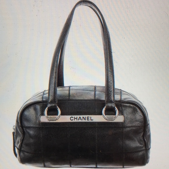 215d61ac1276 CHANEL Handbags - 💯Authentic Chanel Square Quilted Tote Bowler Bag